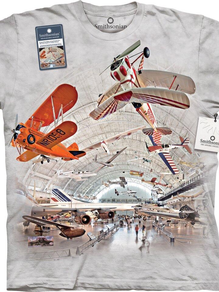 Foto Repülőgépek a hangárban póló