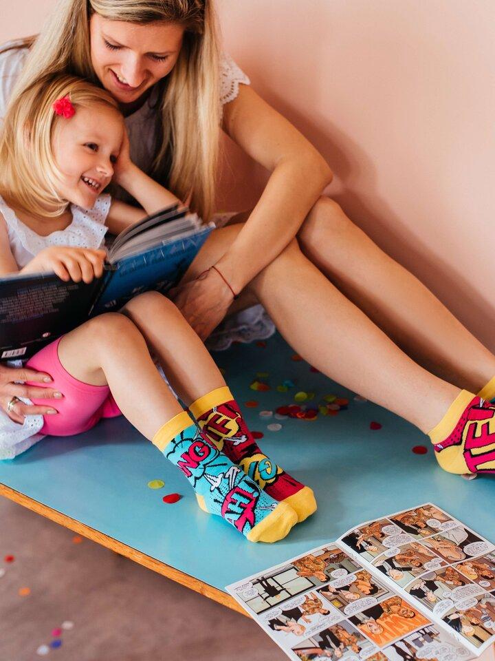 Pre dokonalý a originálny outfit Členkové veselé ponožky Komiks