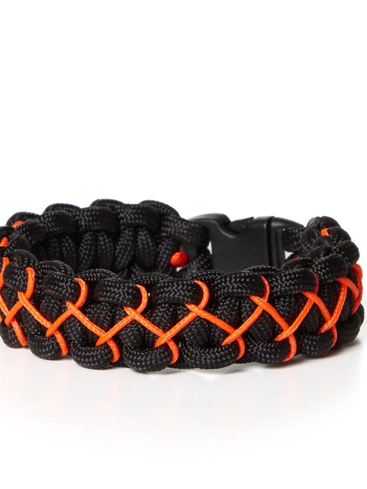 Lifestyle-Foto Paramicord Survival Armband Kobra X schwarz-orange