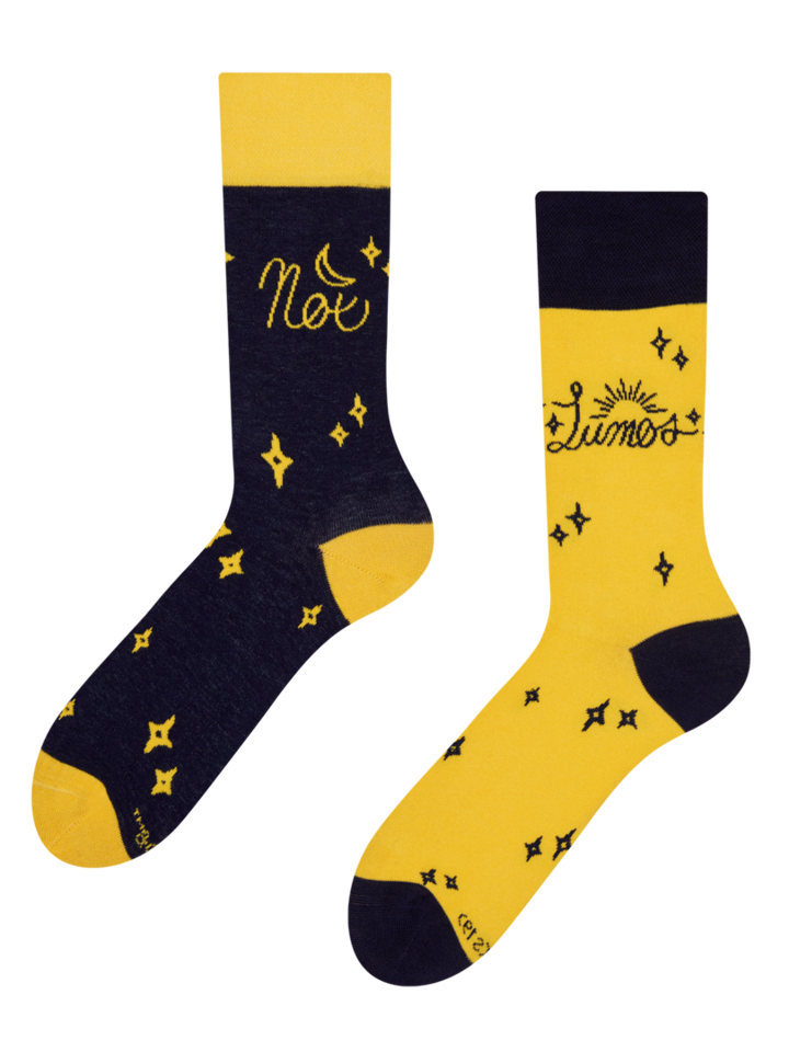 Looking for an original and unusual gift? The gifted person will surely surprise with Harry Potter Regular Socks ™ Lumos and Nox