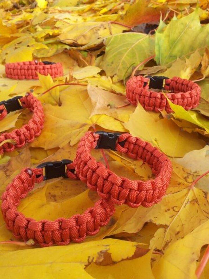 Ausverkauf Paracord Überleben-Armband rot