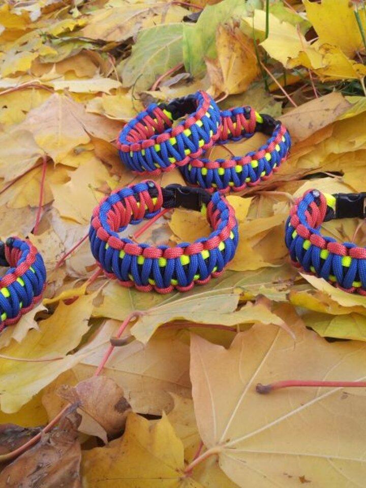 für ein vollkommenes und originelles Outfit Paracord Überleben-Armband mehrfarbig