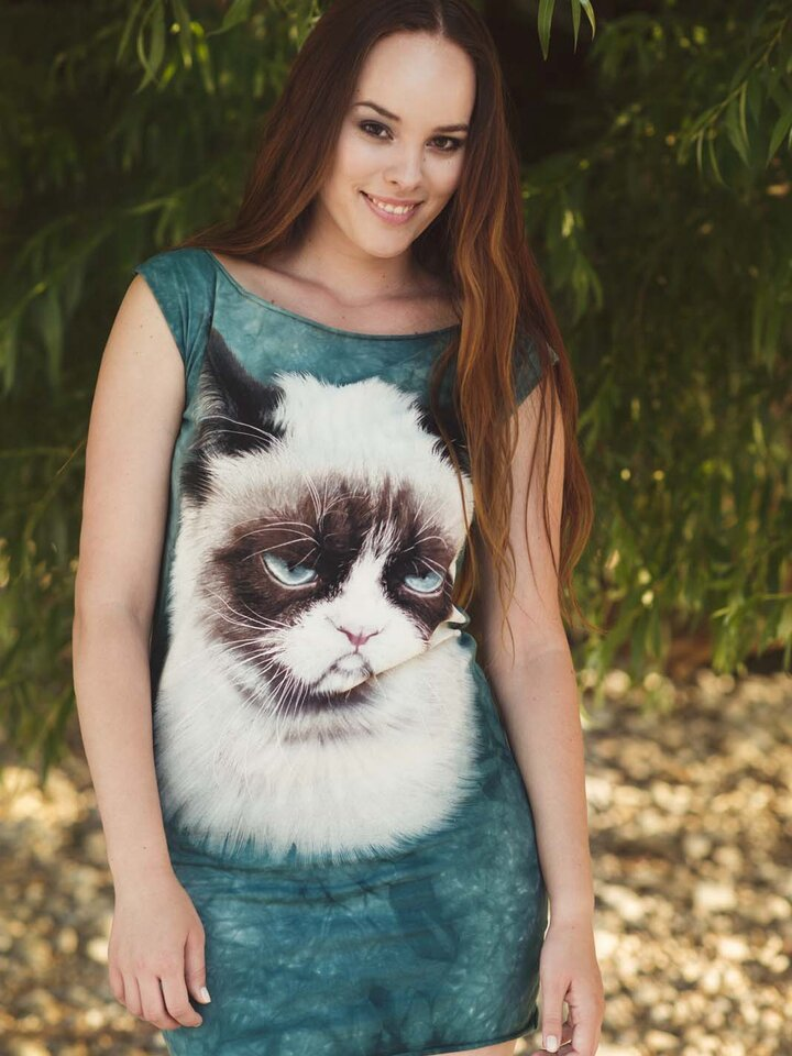 Looking for an original and unusual gift? The gifted person will surely surprise with Grumpy Cat  Adult