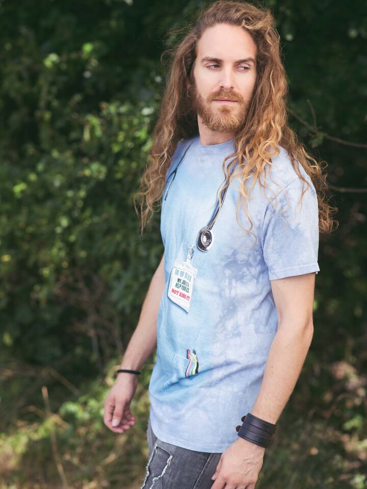 Suchen Sie ein originelles und außergewöhliches Geschenk? überrascht den Beschenkten sicher T-Shirt Krankenschwester Arbeit
