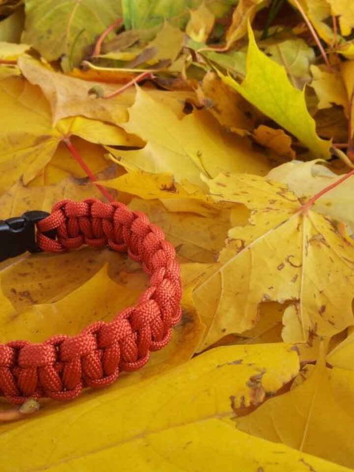 Rabatt Paracord Überleben-Armband rot