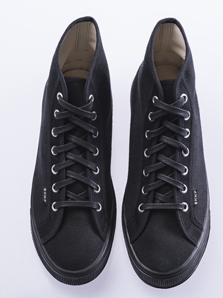 Lifestyle photo High Black Trainers