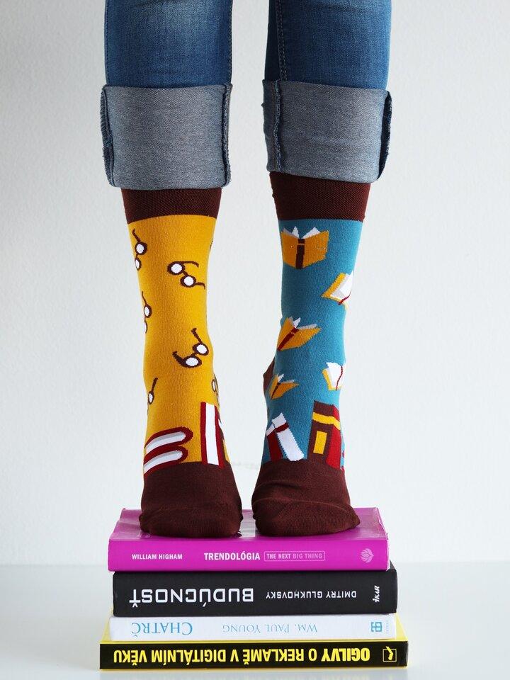 Potešte sa týmto kúskom Dedoles Vesele nogavice Knjige