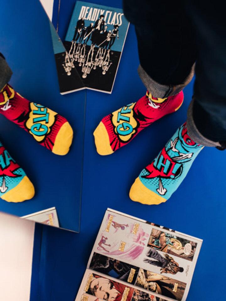 Potešte sa týmto kúskom Dedoles Regular Socks Comics