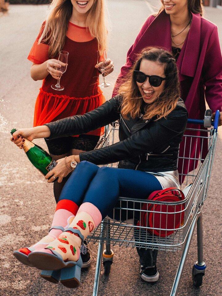 Výjimečný dárek od Dedoles Veselé ponožky Šampanské s jahodami