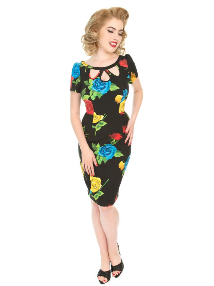 Lifestyle foto Retro pouzdrové šaty Hra barev