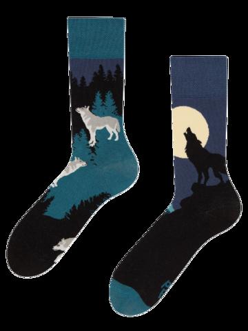 Hledáte originální a neobvyklý dárek? Obdarovaného zaručeně překvapí Veselé ponožky Vlk za úplňku