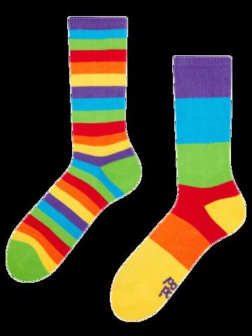 Potešte sa týmto kúskom Dedoles Živahne športne nogavice Mavrične črte