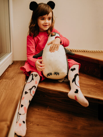 Looking for an original and unusual gift? The gifted person will surely surprise with Kids' Tights Love Penguins