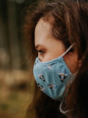 """für ein vollkommenes und originelles Outfit Lustige antibakterielle Gesichtsmaske Fröhlicher Pinguin - Größe """"Klein"""""""