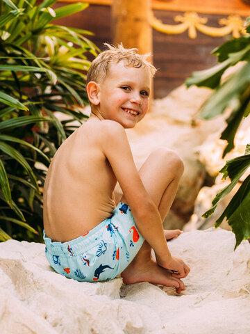 Zdjęcie lifestyle Wesołe chłopięce spodenki kąpielowe Morscy przyjaciele