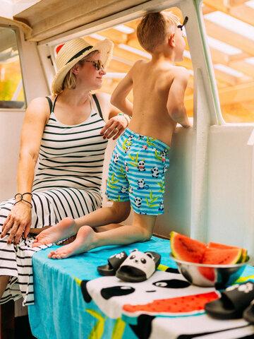 Obrázok produktu Veselé chlapčenské plavkové šortky Panda na dovolenke