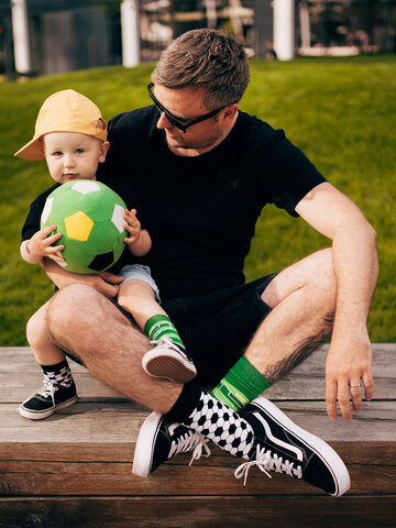 Looking for an original and unusual gift? The gifted person will surely surprise with Kids' Socks Football