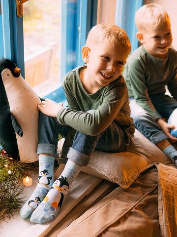 Suchen Sie ein originelles und außergewöhliches Geschenk? überrascht den Beschenkten sicher Lustige Kindersocken Fröhlicher Pinguin