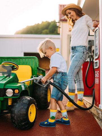 Lifestyle foto Veselé detské ponožky Traktor