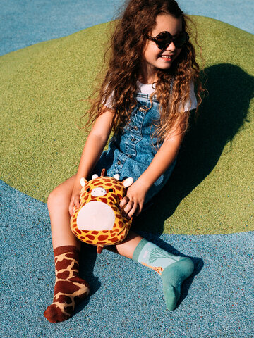 Looking for an original and unusual gift? The gifted person will surely surprise with Kids' Socks Giraffe