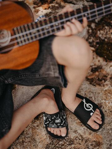 Výnimočný darček od Dedoles Veselé detské šľapky Hudba