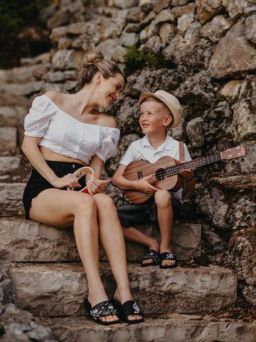 Potešte sa týmto kúskom Dedoles Veselé detské šľapky Hudba