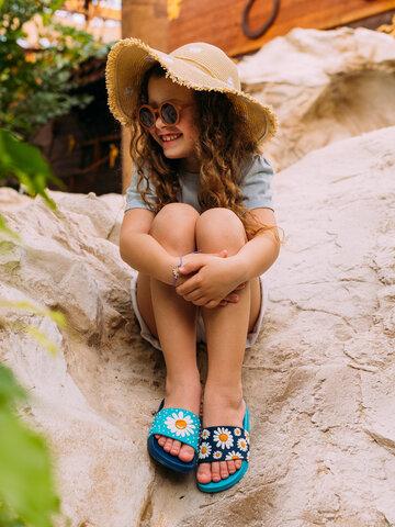 Pre dokonalý a originálny outfit Veselé detské šľapky Kvet sedmokrásky