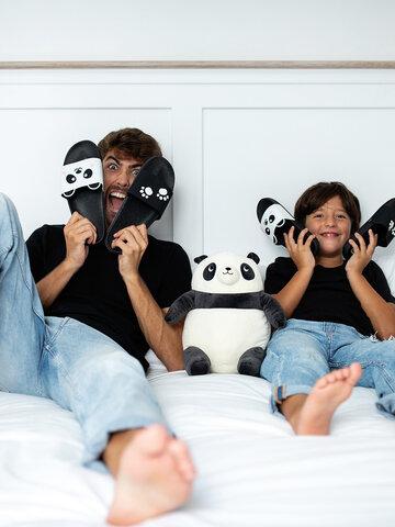 Pre dokonalý a originálny outfit Chinelos alegres de piscina de criança Patinhas de Panda