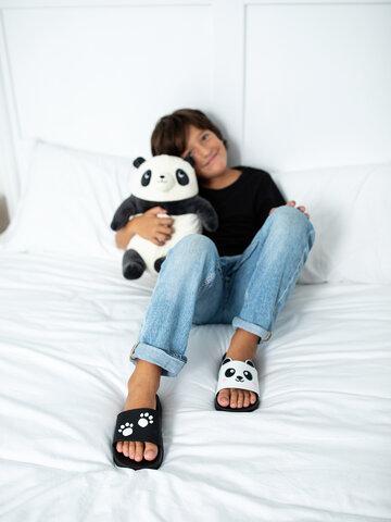 Potešte sa týmto kúskom Dedoles Chinelos alegres de piscina de criança Patinhas de Panda