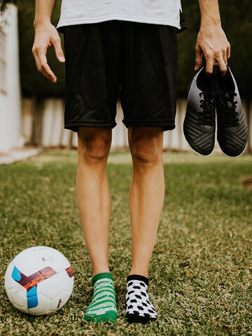 Výnimočný darček od Dedoles Veselé členkové ponožky Futbal