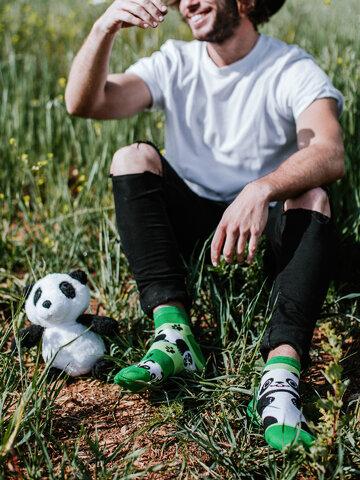 Lifestyle foto Veselé kotníkové ponožky Pandy a pásky