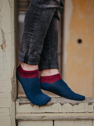 Potešte sa týmto kúskom Dedoles Modro-červené členkové ponožky Symfónia