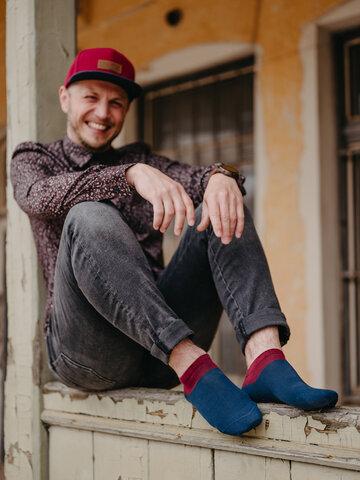 Výnimočný darček od Dedoles Modro-červené členkové ponožky Symfónia