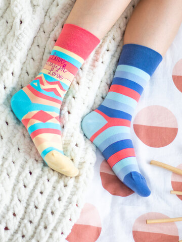 Lifestyle foto Veselé ponožky Ži, miluj a smej sa