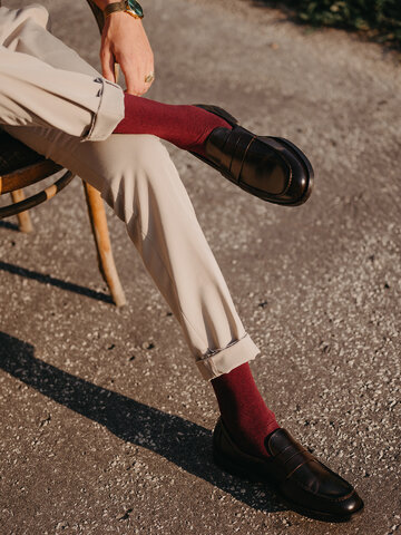 Looking for an original and unusual gift? The gifted person will surely surprise with Burgundy Bamboo Socks