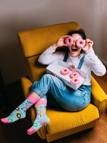 Bereiten Sie sich Freude mit diesem Dedoles-Stück Lustige Socken Donuts