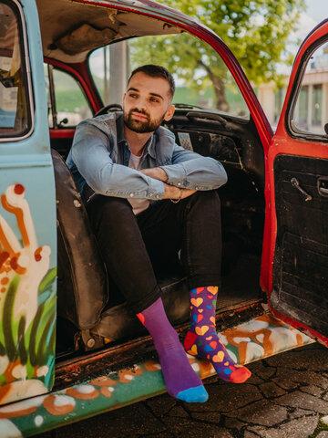 für ein vollkommenes und originelles Outfit Lustige Socken Regenbogenherzen