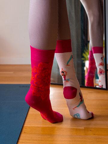 Lifestyle foto Živahne nogavice Joga mandala