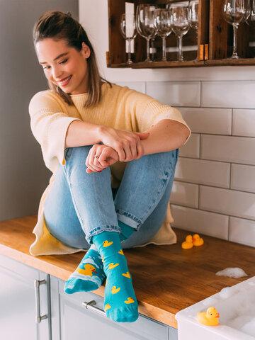 Hľadáte originálny a nezvyčajný darček? Obdarovaného zaručene prekvapí Veselé ponožky Kačičky