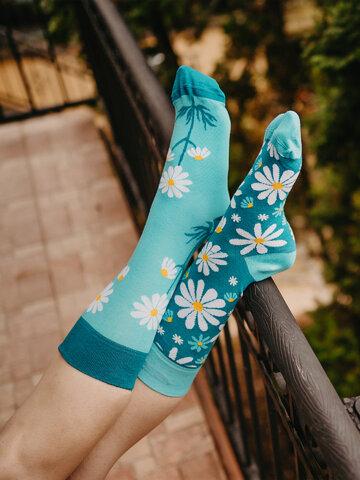 Hľadáte originálny a nezvyčajný darček? Obdarovaného zaručene prekvapí Vesele čarape Kamilice