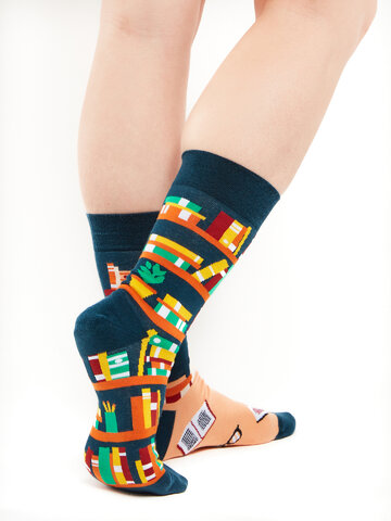 Lifestyle foto Vesele čarape Knjižnica