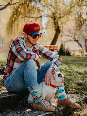 Looking for an original and unusual gift? The gifted person will surely surprise with Regular Socks Dogs & Stripes
