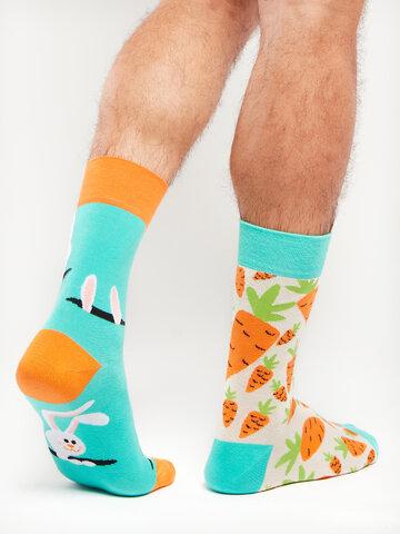 Hľadáte originálny a nezvyčajný darček? Obdarovaného zaručene prekvapí Veselé ponožky Zajac a mrkva