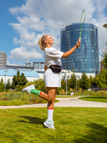 Lifestyle foto Calcetines deportivos alegres Mariquita sobre un trébol de cuatro hojas
