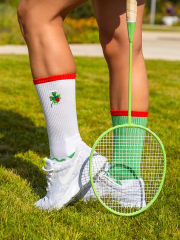 Výnimočný darček od Dedoles Calcetines deportivos alegres Mariquita sobre un trébol de cuatro hojas