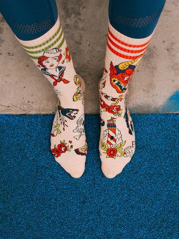 Lifestyle foto Vesele sportske čarape Old school tetovaža
