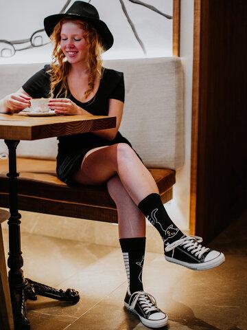 Lifestyle fotó Vidám zokni Macska és zongora