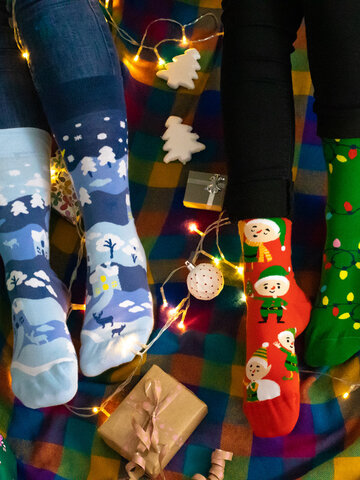 Looking for an original and unusual gift? The gifted person will surely surprise with Regular Socks Winter Country