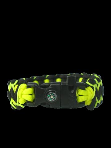 Lifestyle-Foto Schwarzes und gelbes Paracord-Armband Viper mit Anzünder, Kompass und Pfeife