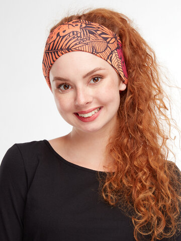 Looking for an original and unusual gift? The gifted person will surely surprise with Neck Warmer Exotic Leaves